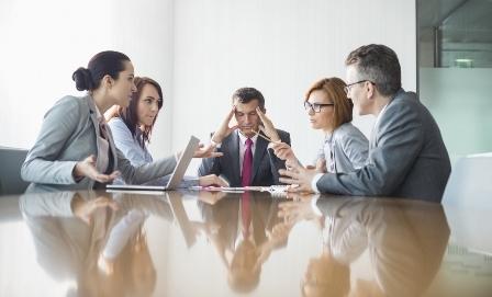 Konflik Kerja (Pengertian, Bentuk, Ciri, Penyebab dan Metode Penyelesaian)