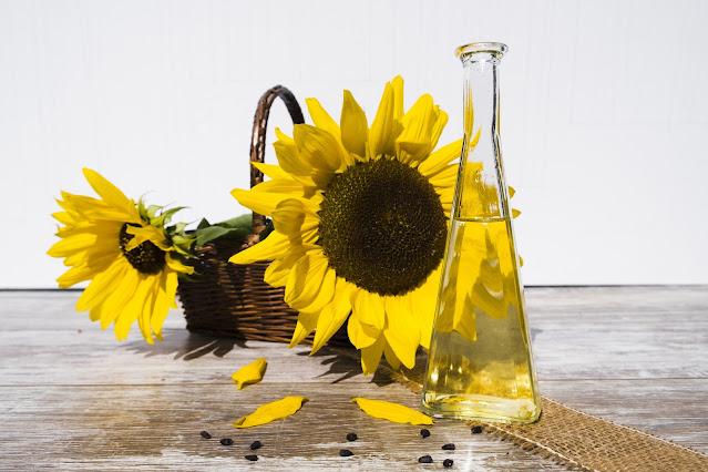 """alt =""""healthy sunflower oil"""""""
