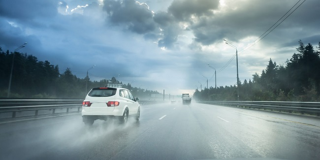 Driving A Car In Extreme Weather Conditions: 5 Things You Should Know
