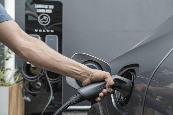 Volvo emprestará gratuitamente carros híbridos no Brasil