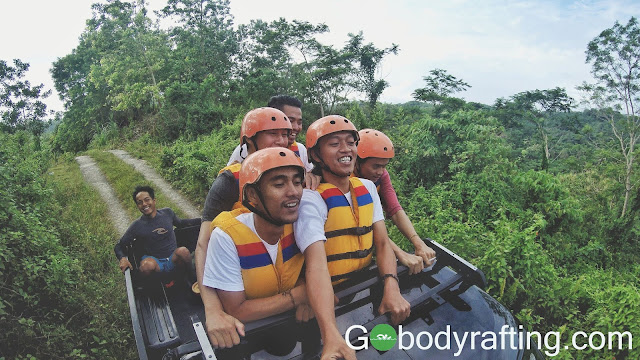 angkutan body rafting green canyon