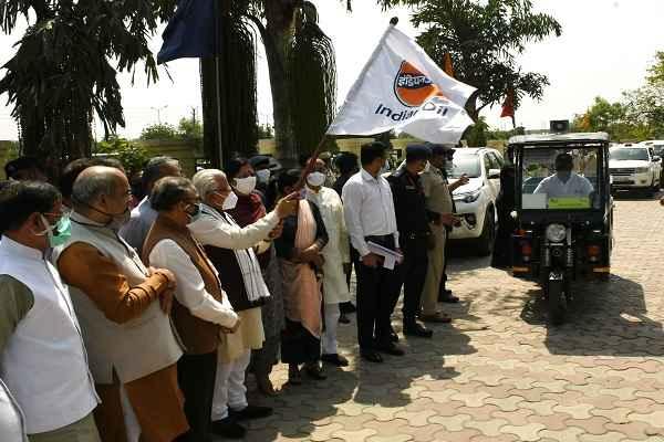 faridabad-indian-oil-company-gift-26-e-vehicle-to-mcf-news