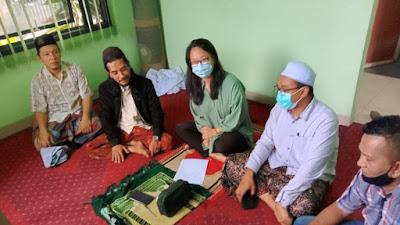 Di Bawah Bimbingan MDS RA Jatim, Carissa Mantab Ucapkan Syahadat