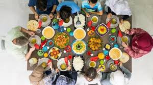 10 Cara Menata Meja Makan di Hari Raya (Rapi & Elegan)