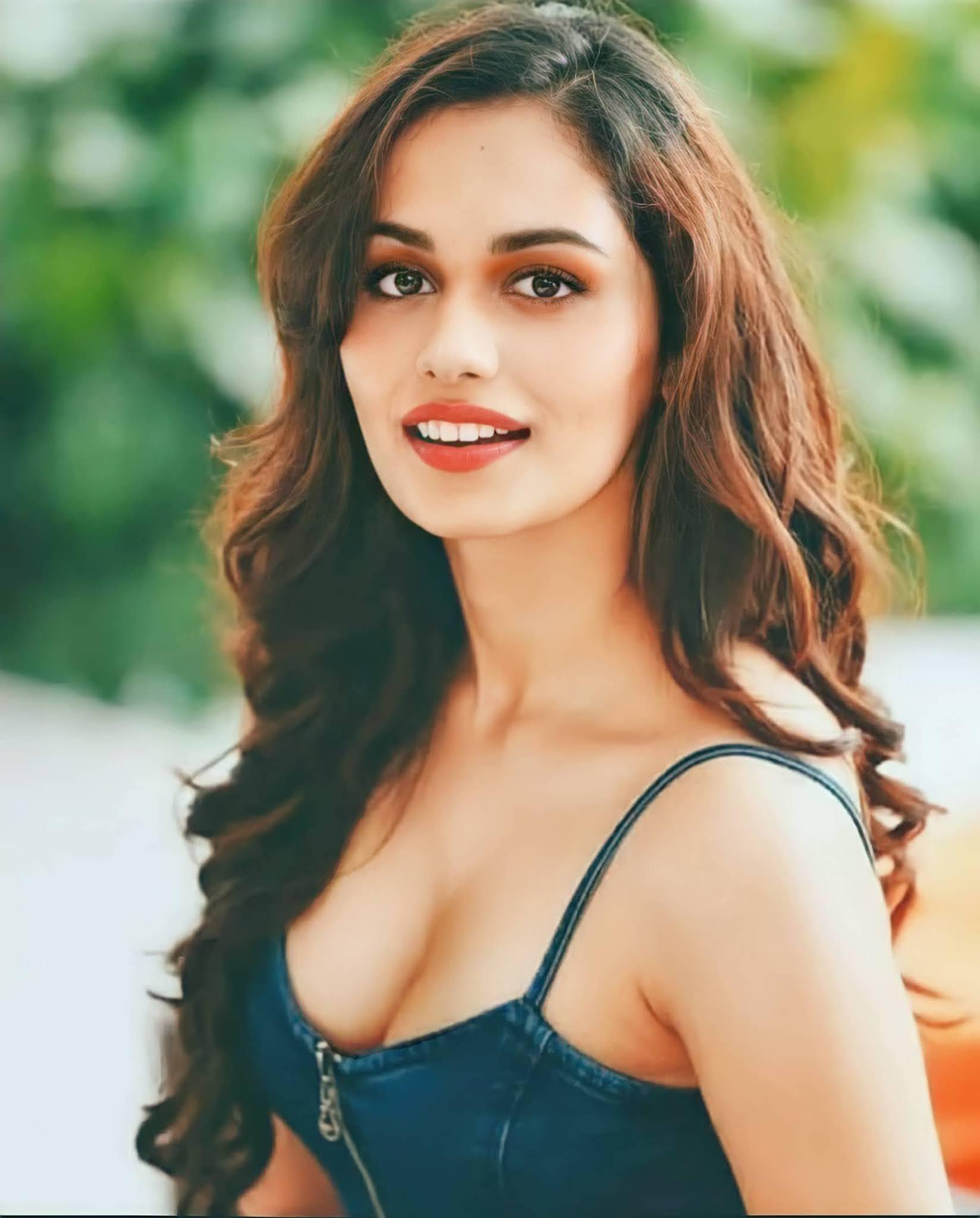 Manushi Chhillar Hot cleavage