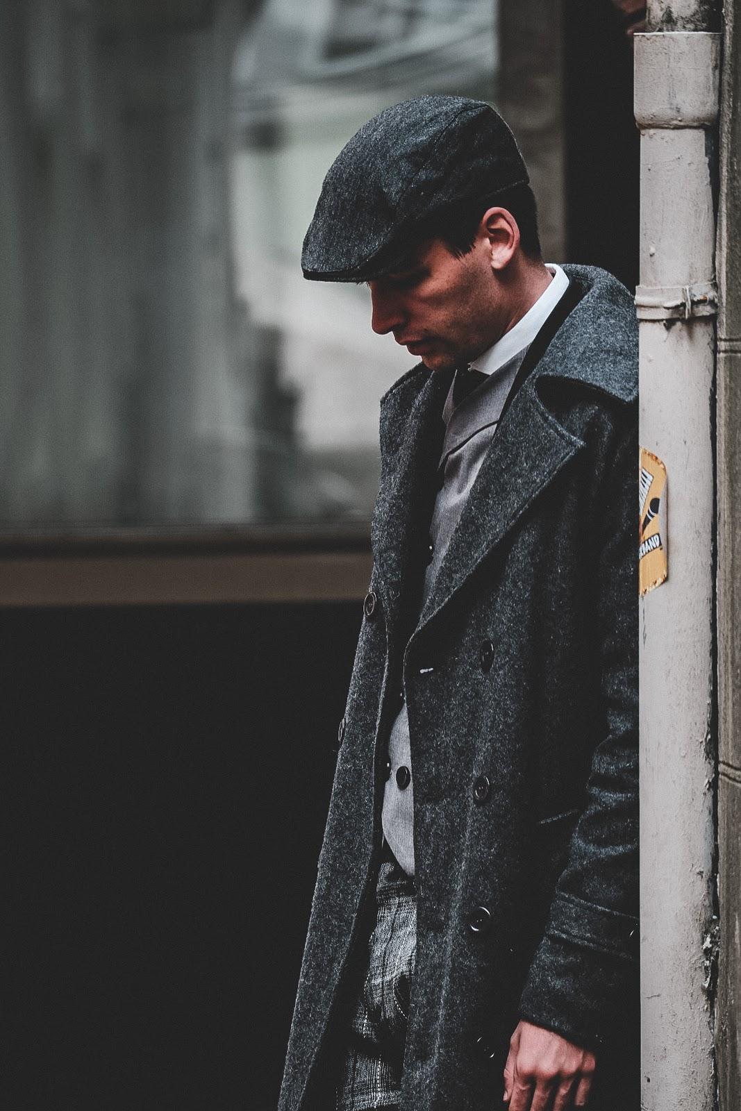Stylizacja w stylu Peaky Blinders – najgorętszy trend w świecie męskiej mody
