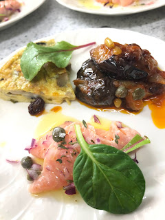 1品目:季節の前菜3種(フリッタータ、カポナータ、魚介系のマリネ)
