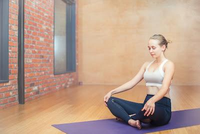 Women-performing-yoga-breathing-exercises-on-yoga-mat
