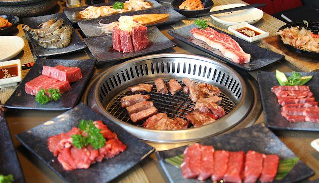 Những miếng thịt nướng vàng ươm, cháy giòn tí tách ở nhà hàng BBQ