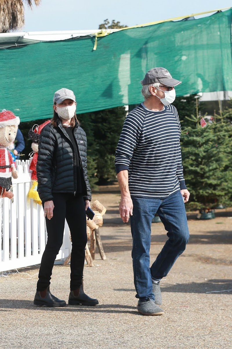 Calista Flockhart and Harrison Ford Shoping a Christmas Tree in Santa Monica 12 Dec-2020