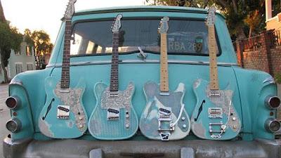 auto tuning extravagante con guitarras