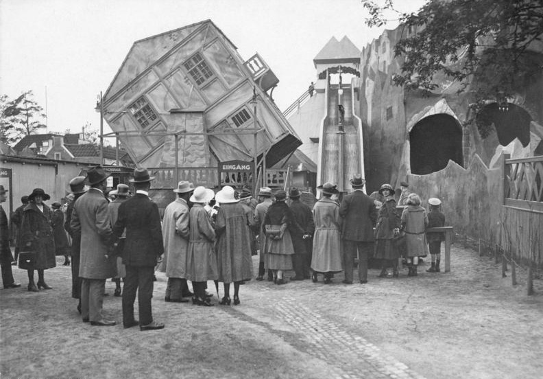 Bundesarchiv 102-00075, Berlin, Drehbares Haus im Luna Park