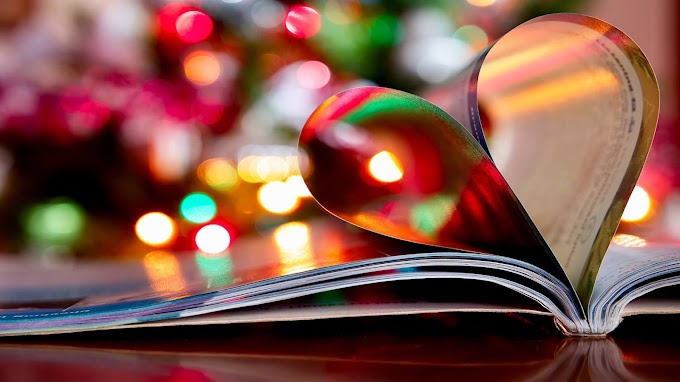 Livro com Páginas de Coração