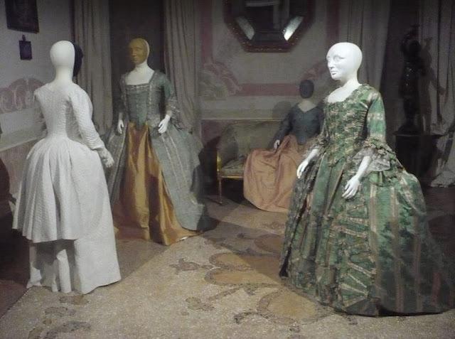 esposizione di costumi a Palazzo Mocenigo