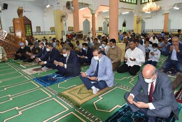 محافظ سوهاج ورئيس الجامعة  يؤديان صلاة عيد الأضحى المبارك بمسجد الشرطة