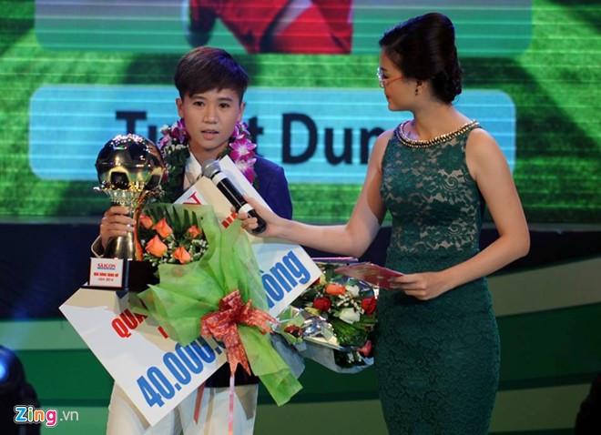 Nguyễn Thị Tuyết Dung nhận giải thưởng quả bóng Vàng nữ  2014.