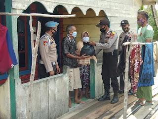 Kembali, Polsek Singkep Barat Bagikan Sembako di Desa Bakong