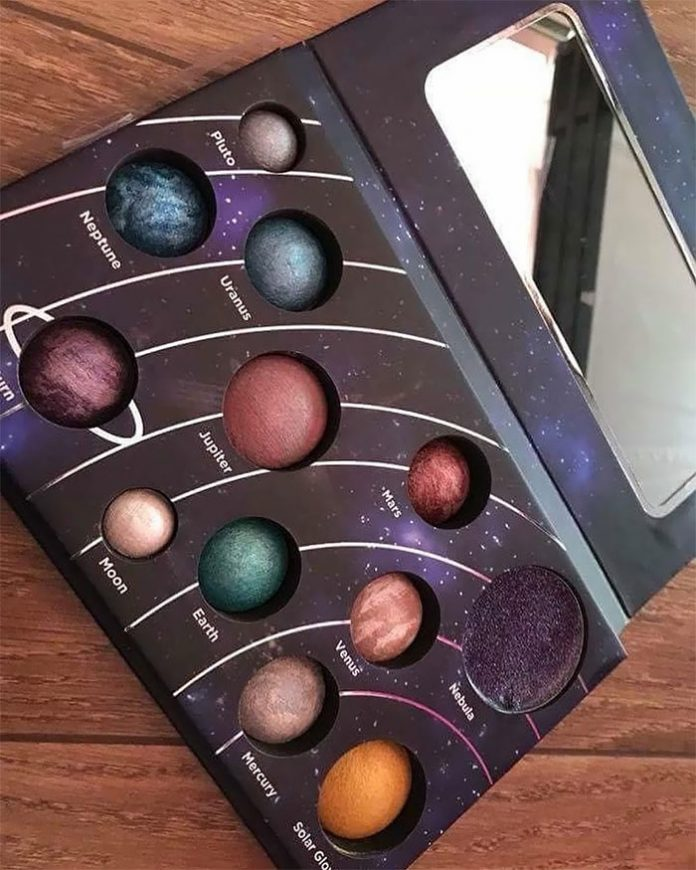 Palette for cosmic makeup. Would you like to put Neptune on your eyes?