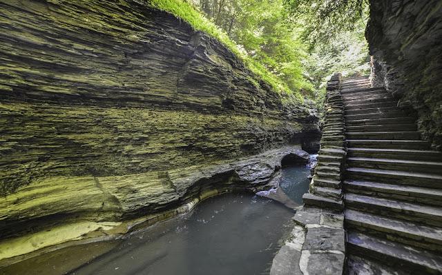 Watkins Glen State Park se encuentra en Nueva York, al sur de Seneca Lake en el condado de Schuyler