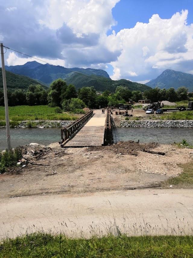 Vojska Crne Gore na rijeci Vruji montirala pontonski most