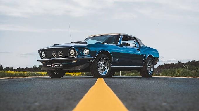 Plano de Fundo Ford Mustang na Estrada
