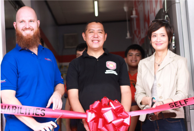 Bigwash Laundry Shop Inc. Director Mr. Daniel Creer, Hopewell Integrated School Program Director Mr. Arnold Alegre, and LG Electronics Philippines Corporate Marketing Head Ms. Ana Marie Salapantan formally unveil the Washabilities Laundry Shop to the public.