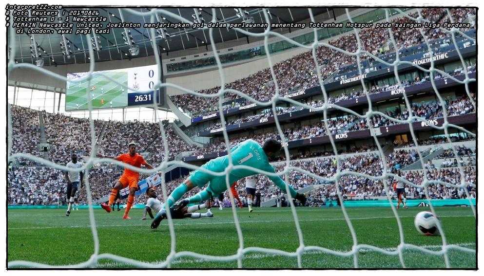 Gambar pemain Newcastle United, Joelinton menjaringkan gol dalam perlawanan menentang Tottenham Hotspur pada saingan Liga Perdana di London, awal pagi tadi. - Foto Reuters
