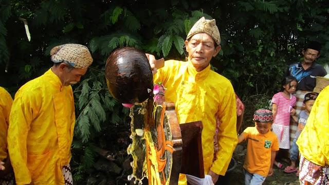 Cerita Jamasan Srobong Gobang dan Srintil dari Lereng Gunung Sumbing