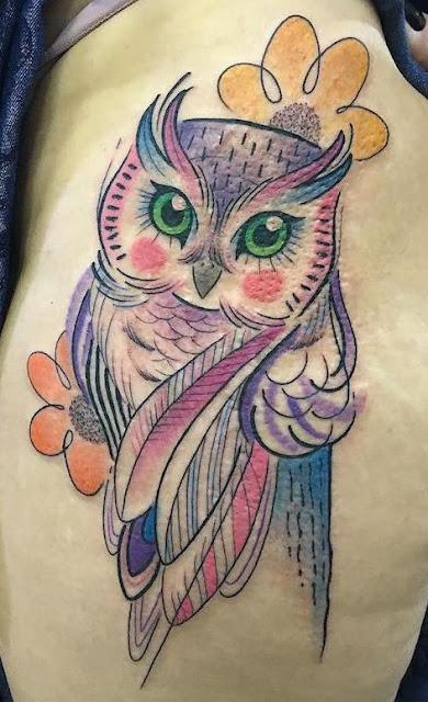 Tatuagem feminina de coruja com muitas fotos