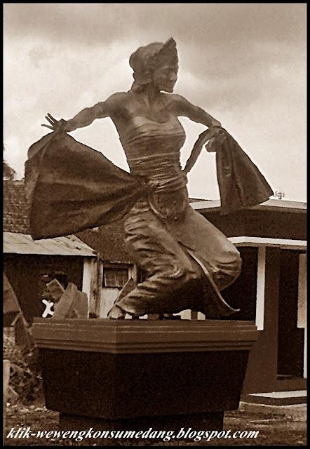 Wewengkon Sumedang : Patung Penari Tarian Tradisional  di Pacific Hariring Kabupaten Sumedang