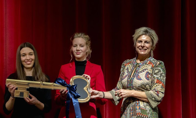 Princess Laurentien wore a free spirit print long sleeve midi dress from Etro. The school is located in the building of the Aloysius College