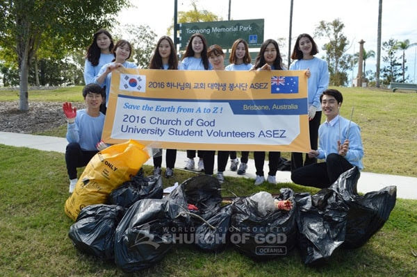 University Students Take Lead In Community Cleanup, Brisbane, QLD