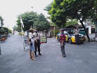 Sambangi Tamansari dan Pasar Ngasem, Polsek Kraton Sampaikan Pesan ke Juru Parkir dan Pengayuh Becak