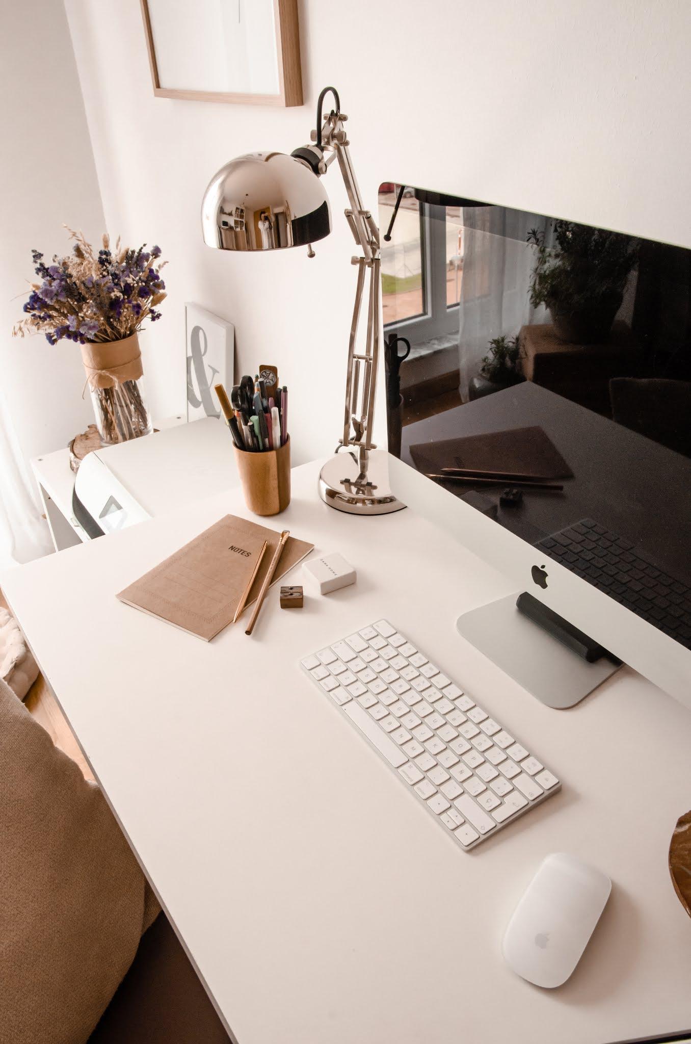 decoración de oficina estilo rústico minimalista