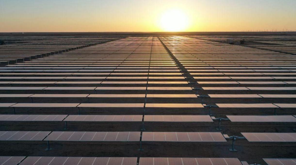 محمد بن سلمان يعلن افتتاح محطة سكاكا لإنتاج الكهرباء من الطاقة الشمسية وتوقيع اتفاقيات 7 مشروعات جديدة