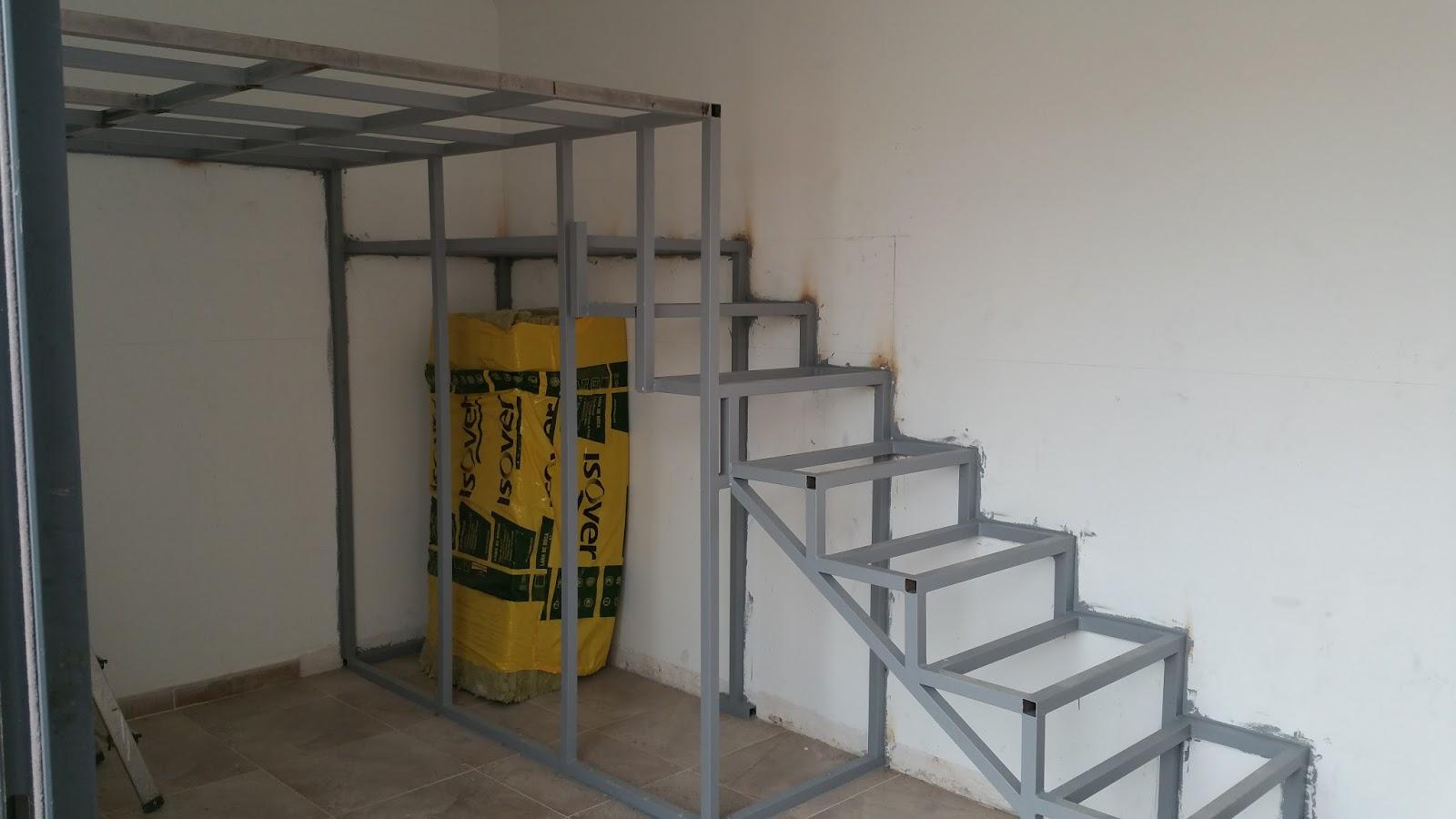 Reformas del hogar altillo litera de obra con escalera for Como hacer escaleras de fierro
