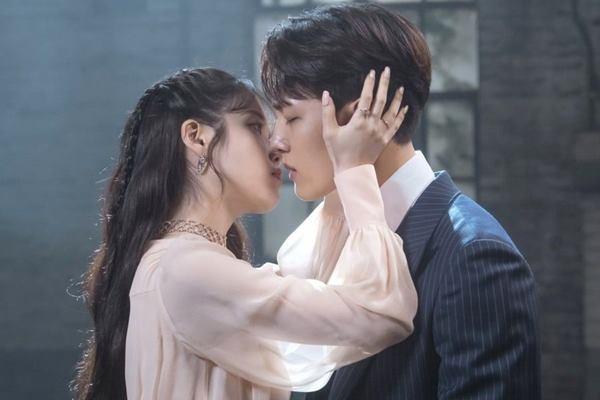 Review Drakor Hotel Del Luna (2019), Drama Supernatural Romantis yang Menarik Ditonton