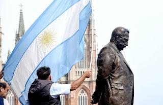 Emblemático monumento en La Plata para homenajear a Raúl Alfonsín