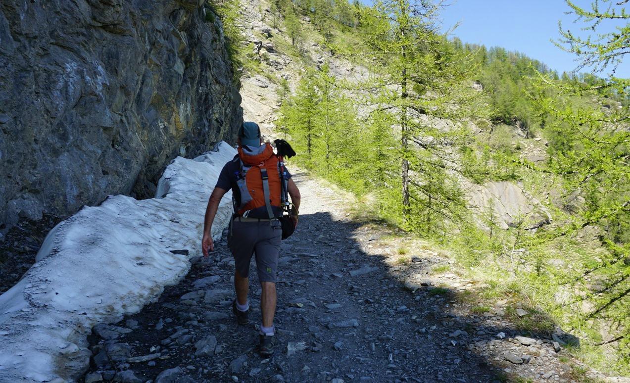 Trail north of Refuge Grai