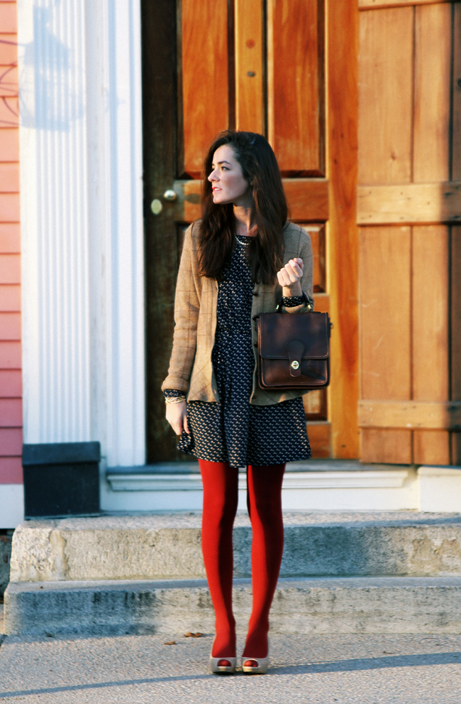 Guide to Wearing Colored Tights