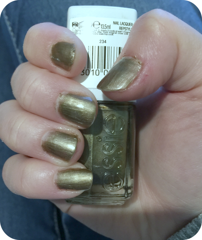 Nail of the day: Essie Repstyle Nail Lacquer | Glitz and Glamour Makeup