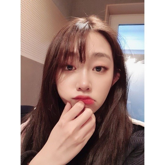 LOVELYZ Seo Jisoo shares her beautiful and cute charms in her latest Instagram Update!