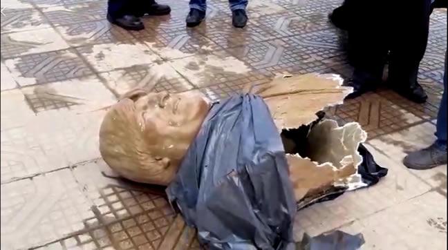 Retiran busto de Evo Morales de polideportivo Olímpico de Quillacollo