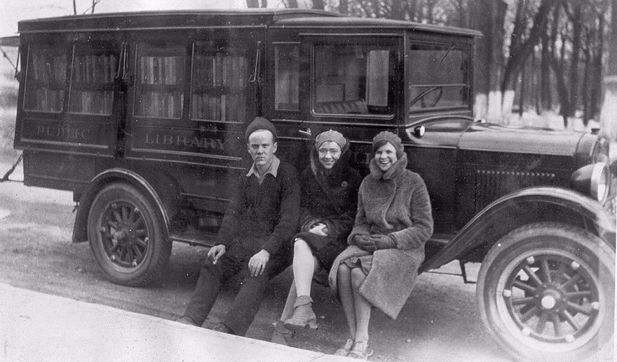 Before Amazon, We Had Bookmobiles 15+ Rare Photos Of Libraries-On-Wheels - Three Of The Bookmobile Staff, C.1930