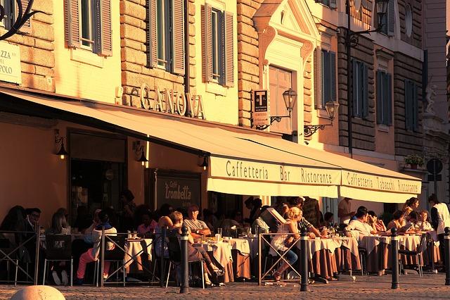 cafetería llena de gente