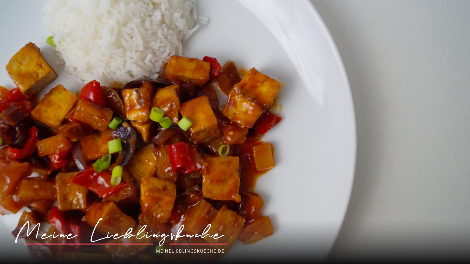 knuspriger Tofu süß-sauer mit Reis, Ananas und Paprika