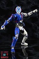 SH Figuarts Kamen Rider Vulcan Shooting Wolf 15