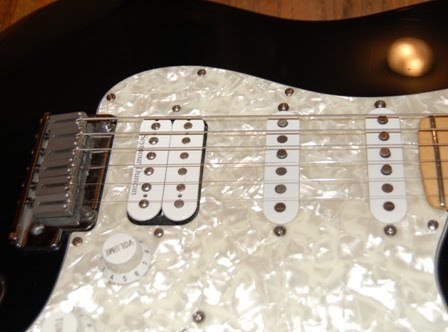 Rex and the Bass: 1996 to 1999 Fender Lone Star Stratocaster