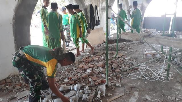 Gandeng Santri Pondok Pesantren Al-Qodiri, YR 509 Kostrad Laksanakan Karya Bakti