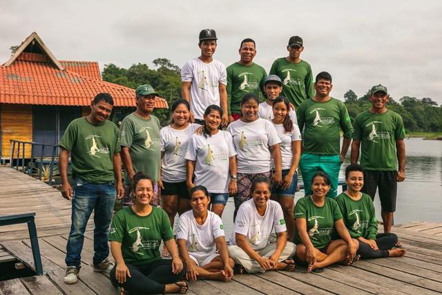 A equipe da Pousada Uakari Logde